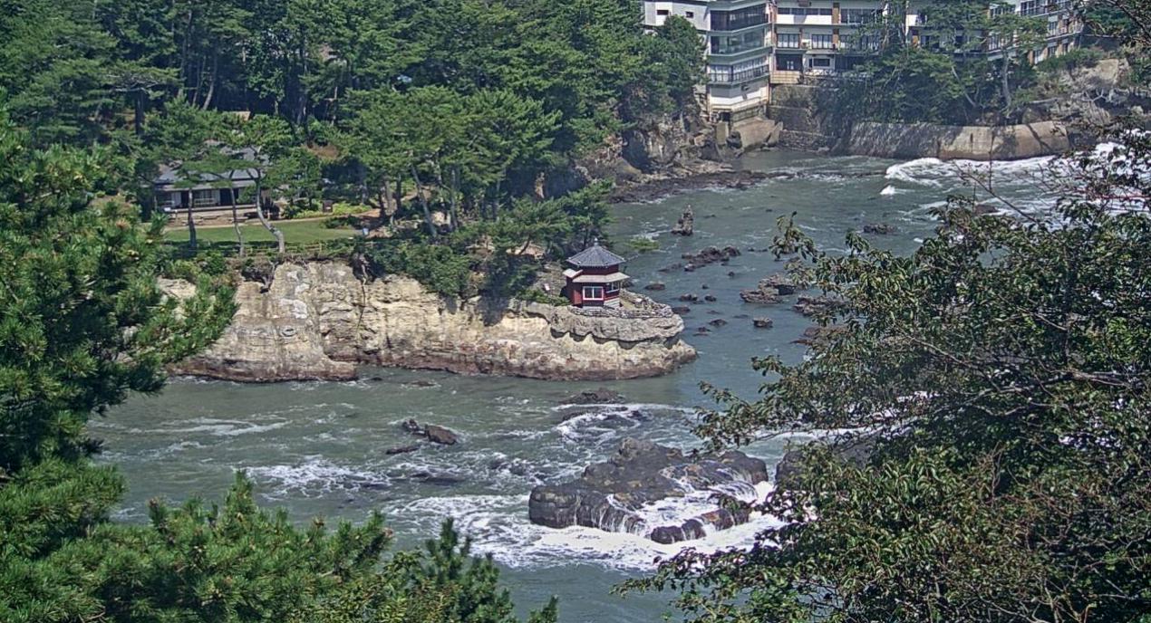 五浦六角堂ライブカメラは、茨城県北茨城市大津町の五浦岬公園に設置された五浦六角堂が見えるライブカメラです。