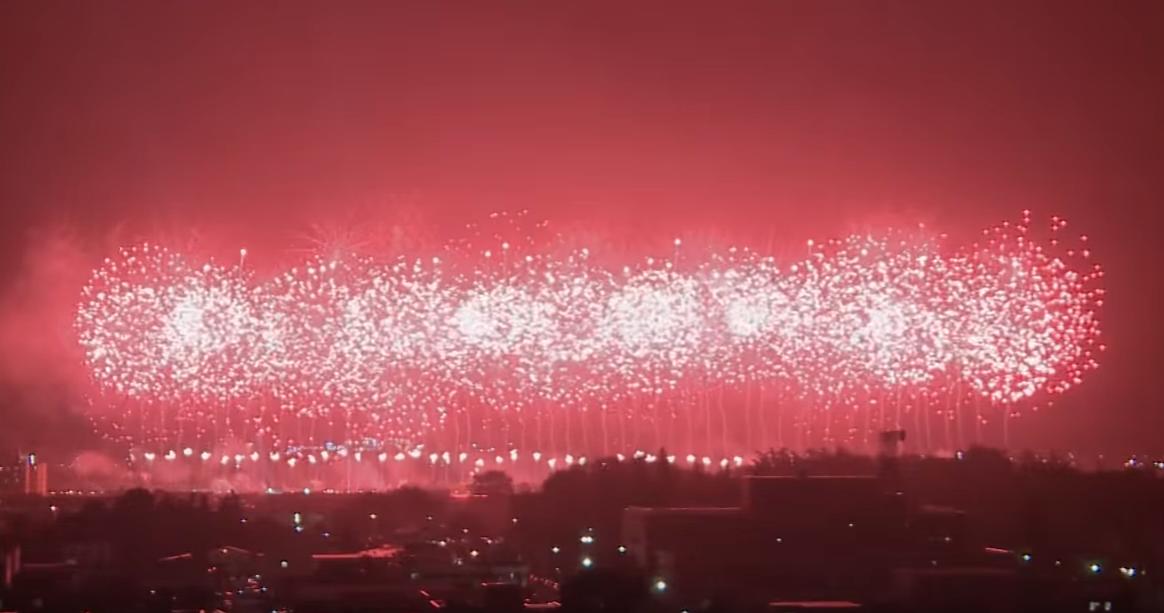 勝毎花火ライブカメラは、北海道帯広市の十勝川河川敷特設会場に設置された勝毎花火大会が見えるライブカメラです。