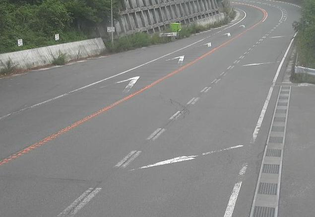 国道141号市場坂ライブカメラは、長野県南牧村の市場坂に設置された国道141号が見えるライブカメラです。
