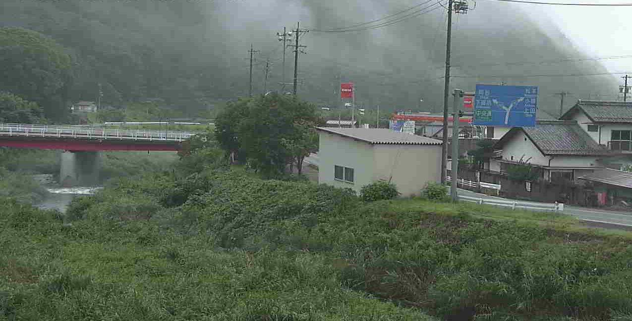 中山道落合橋ライブカメラは、長野県長和町大門の中山道落合橋に設置された国道152号(大門街道)が見えるライブカメラです。