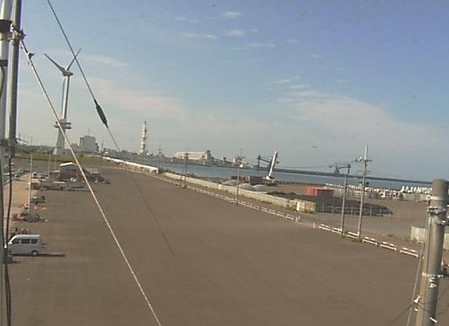八竜丸ライブカメラは、秋田県能代市能代町の八竜丸に設置された能代港・日本海が見えるライブカメラです。