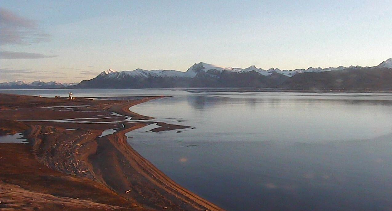 北極ニーオルスン基地第1ライブカメラは、ノルウェー領スヴァールバル諸島スピッツベルゲン島のニーオルスン基地(ニーオルスン観測基地・ニーオーレスン)に設置された北極が見えるライブカメラです。