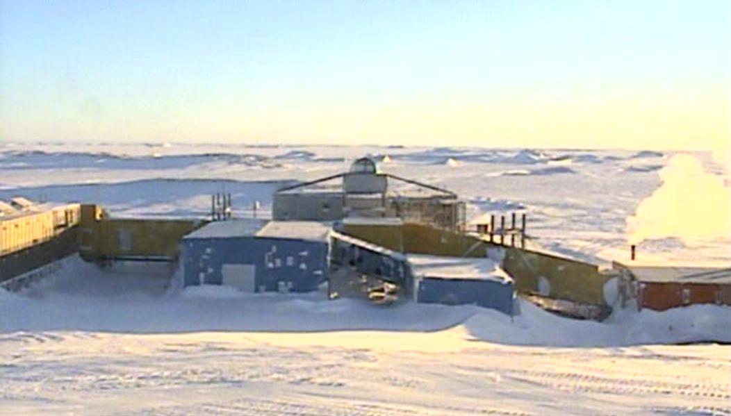 南極昭和基地天測点ライブカメラは、東オングル島の昭和基地に設置された南極が見えるライブカメラです。