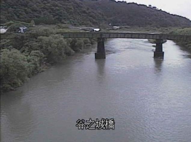 広渡川谷之城橋ライブカメラは、宮崎県日南市北郷町の谷之城橋に設置された広渡川が見えるライブカメラです。