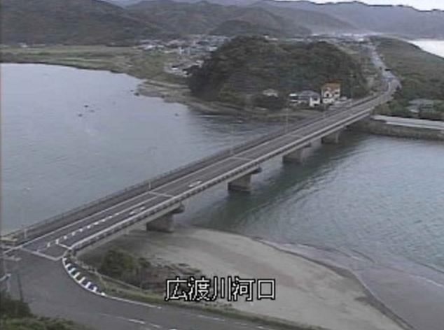 広渡川河口ライブカメラは、宮崎県日南市梅ヶ浜の広渡川河口に設置された広渡川・国道220号(日南海岸ロードパーク)が見えるライブカメラです。