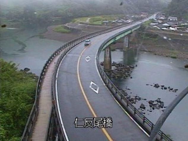大淀川仁反尾橋ライブカメラは、宮崎県宮崎市高岡町の仁反尾橋に設置された大淀川・国道10号が見えるライブカメラです。
