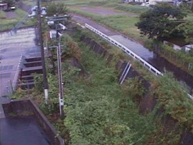飯田川飯田川排水機場ライブカメラは、宮崎県宮崎市高岡町飯田の飯田川排水機場に設置された飯田川が見えるライブカメラです。