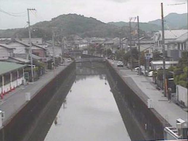 紅水川石神橋ライブカメラは、高知県高知市八反町の石神橋に設置された紅水川が見えるライブカメラです。