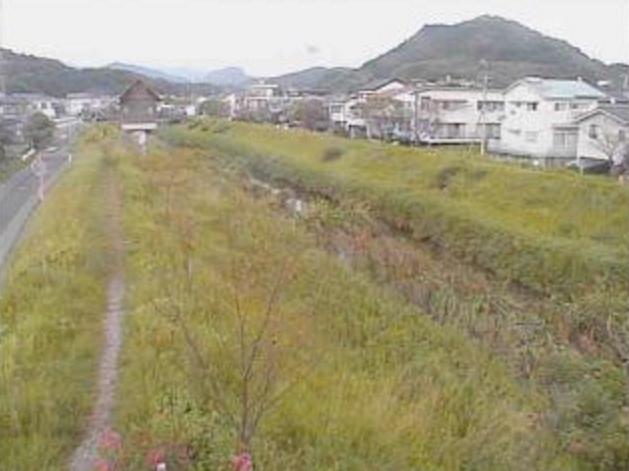 宇治川中山橋ライブカメラは、高知県いの町枝川の中山橋に設置された宇治川が見えるライブカメラです。