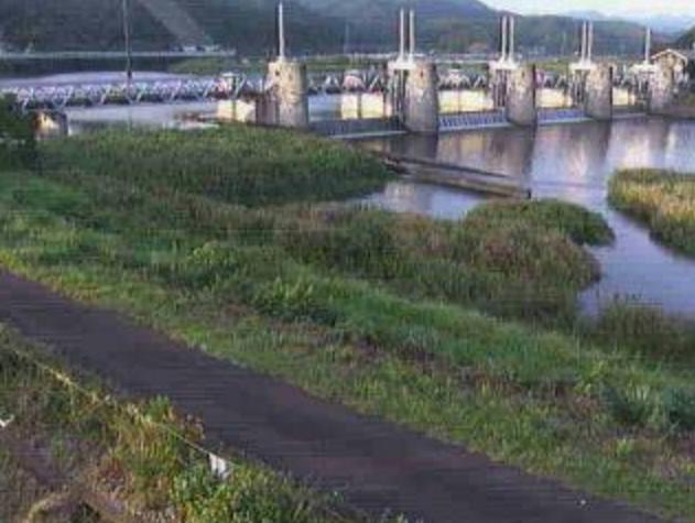 松田川河戸堰右岸下流ライブカメラは、高知県宿毛市中央の松田川河戸堰右岸下流に設置された松田川が見えるライブカメラです。