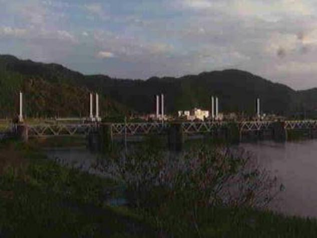 松田川河戸堰上流ライブカメラは、高知県宿毛市中央の松田川河戸堰上流に設置された松田川が見えるライブカメラです。