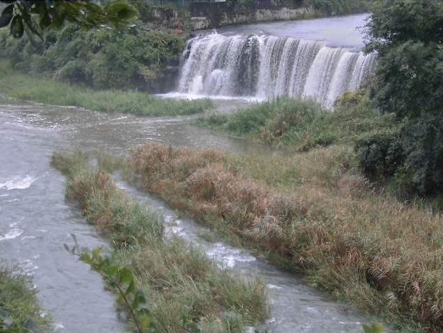 荒瀬橋野津川王子川合流点ライブカメラは、大分県臼杵市野津町の荒瀬橋に設置された野津川王子川合流点が見えるライブカメラです。