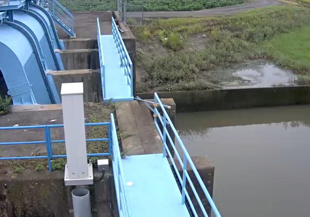 牛津川上坪排水機場ライブカメラは、佐賀県小城市牛津町の上坪排水機場に設置された牛津川が見えるライブカメラです。