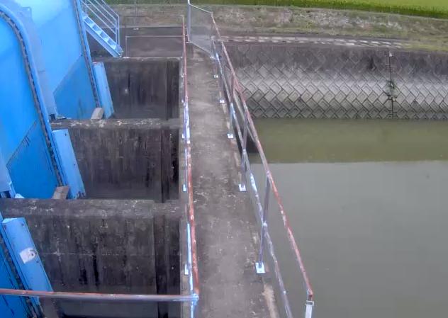 牛津川三王崎排水機場Aライブカメラは、佐賀県小城市芦刈町の三王崎排水機場に設置された牛津川が見えるライブカメラです。