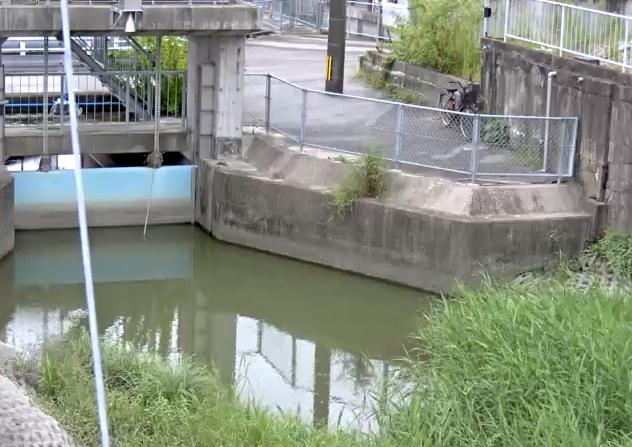 牛津江川江津樋管ライブカメラは、佐賀県小城市牛津町の江津樋管に設置された牛津江川が見えるライブカメラです。