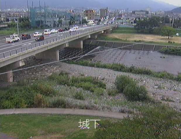 国領川城下ライブカメラは、愛媛県新居浜市郷の城下に設置された国領川が見えるライブカメラです。