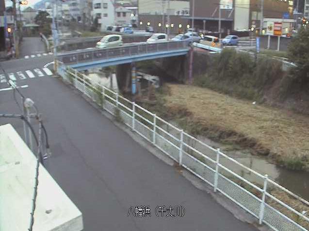 千丈川八幡浜ライブカメラは、愛媛県八幡浜市江戸岡の八幡浜に設置された千丈川が見えるライブカメラです。