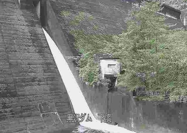 堅田川黒沢ダム下流ライブカメラは、大分県佐伯市青山の黒沢ダム下流に設置された堅田川が見えるライブカメラです。