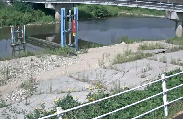 有馬川月見橋ライブカメラは、兵庫県神戸市北区の月見橋に設置された有馬川が見えるライブカメラです。