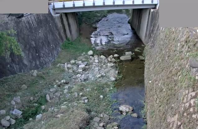有野川神鉄六甲駅踏切道ライブカメラは、兵庫県神戸市北区の神鉄六甲駅踏切道に設置された有野川が見えるライブカメラです。