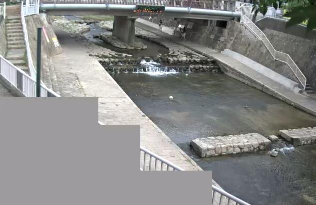 都賀川甲橋ライブカメラは、兵庫県神戸市灘区の甲橋に設置された都賀川が見えるライブカメラです。