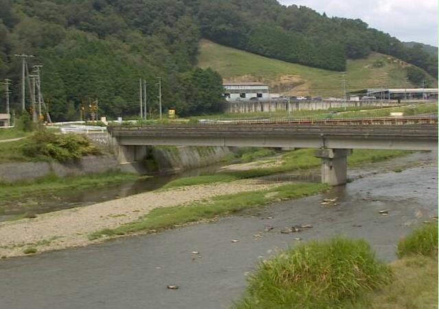 佐用川山脇ライブカメラは、兵庫県佐用町の山脇(浜河原橋)に設置された佐用川が見えるライブカメラです。