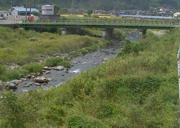 染河内川東市場ライブカメラは、兵庫県宍粟市一宮町の東市場(三軒屋橋)に設置された染河内川が見えるライブカメラです。
