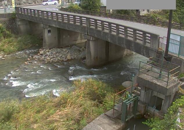 引原川上野ライブカメラは、兵庫県宍粟市波賀町の上野(波賀橋)に設置された引原川が見えるライブカメラです。