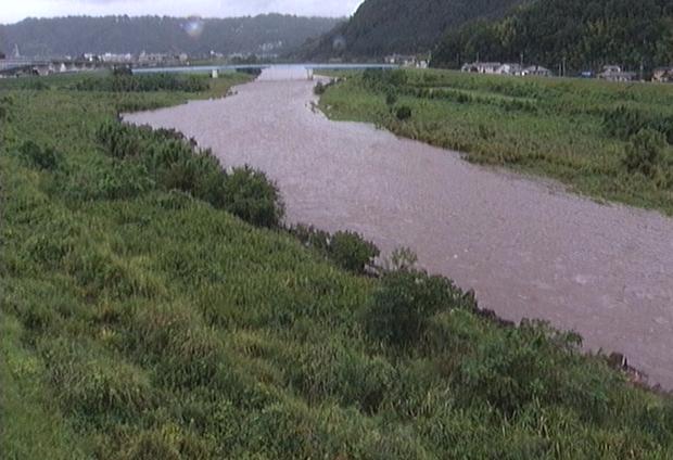 狩野川大門橋上流ライブカメラは、静岡県伊豆の国市白山堂の大門橋上流に設置された狩野川が見えるライブカメラです。