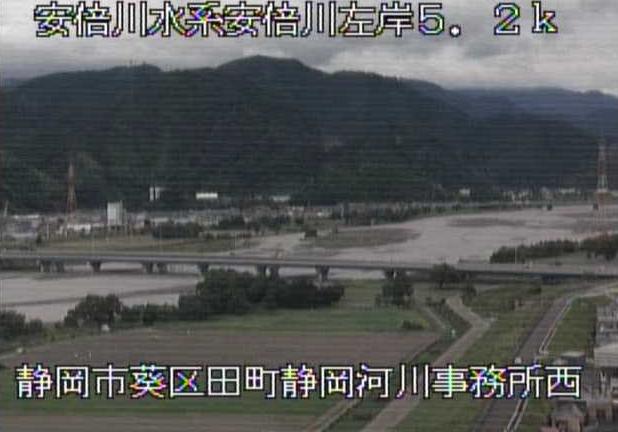 安倍川静岡河川事務所西ライブカメラは、静岡県静岡市葵区の静岡河川事務所西に設置された安倍川が見えるライブカメラです。