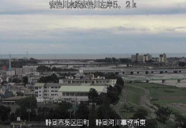 安倍川静岡河川事務所東ライブカメラは、静岡県静岡市葵区の静岡河川事務所東に設置された安倍川が見えるライブカメラです。