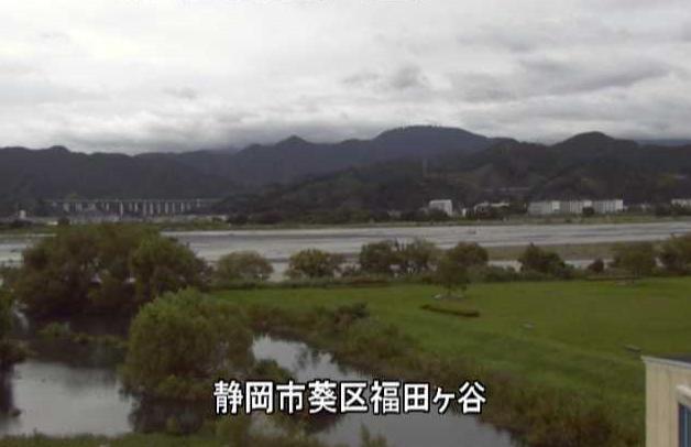 安倍川福田ヶ谷ライブカメラは、静岡県静岡市葵区の福田ヶ谷に設置された安倍川が見えるライブカメラです。
