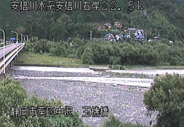 安倍川玉機橋ライブカメラは、静岡県静岡市葵区の玉機橋に設置された安倍川が見えるライブカメラです。