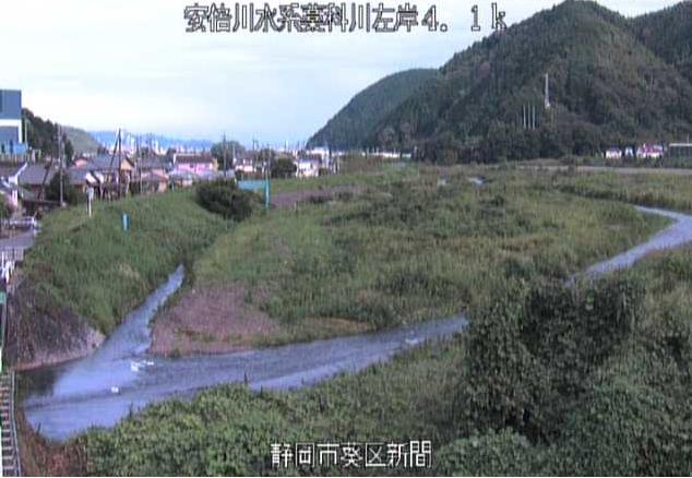 藁科川新間ライブカメラは、静岡県静岡市葵区の新間に設置された藁科川が見えるライブカメラです。