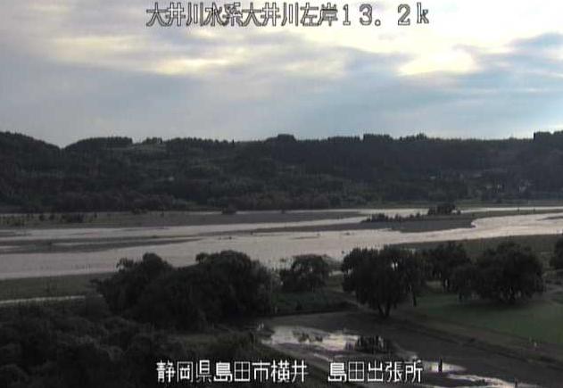 大井川島田出張所ライブカメラは、静岡県島田市横井の静岡河川工事事務所島田出張所に設置された大井川が見えるライブカメラです。