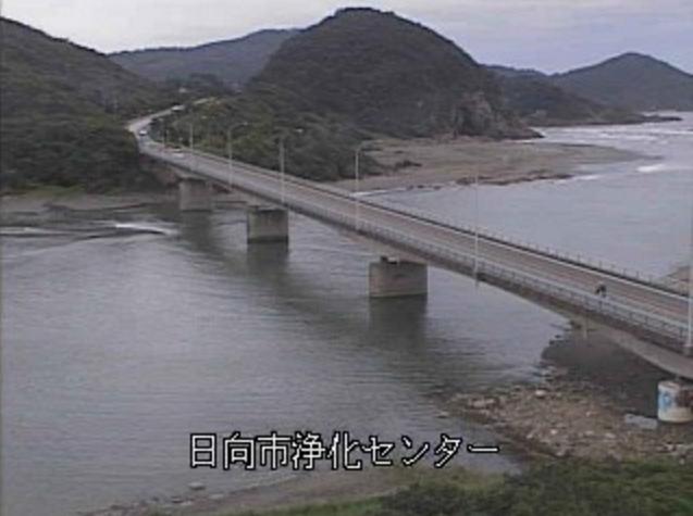 塩見川河口ライブカメラは、宮崎県日向市財光寺の日向市浄化センターに設置された塩見川が見えるライブカメラです。