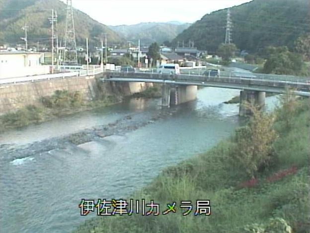 伊佐津川九枠橋ライブカメラは、京都府舞鶴市七日市の九枠橋に設置された伊佐津川が見えるライブカメラです。