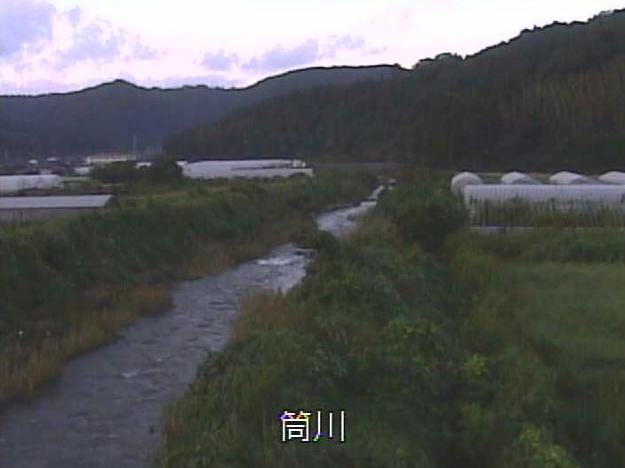 筒川水の江橋ライブカメラは、京都府伊根町本庄上の水の江橋に設置された筒川が見えるライブカメラです。