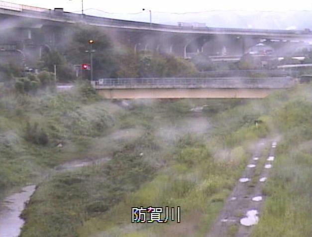 防賀川防賀川観測所ライブカメラは、京都府八幡市内里の防賀川観測所(防賀川水位観測所)に設置された防賀川が見えるライブカメラです。