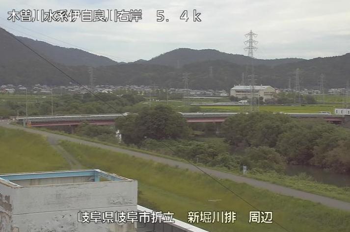 伊自良川新堀川排水機場ライブカメラは、岐阜県岐阜市折立の新堀川排水機場に設置された伊自良川が見えるライブカメラです。