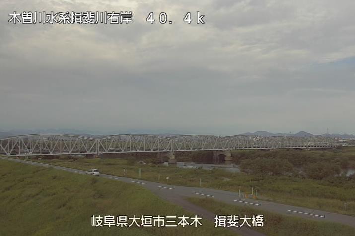 揖斐川揖斐大橋ライブカメラは、岐阜県大垣市三本木の揖斐大橋に設置された揖斐川が見えるライブカメラです。