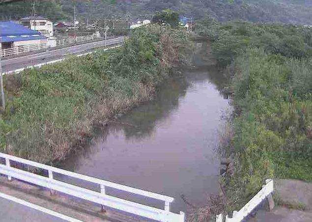 波多川塩谷橋ライブカメラは、熊本県宇城市三角町波多の塩谷橋に設置された波多川が見えるライブカメラです。