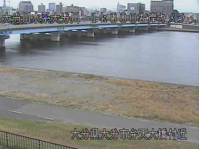 大分川弁天大橋ライブカメラは、大分県大分市大津町の弁天大橋に設置された大分川・大分県道22号大在大分港線(臨海産業道路)が見えるライブカメラです。