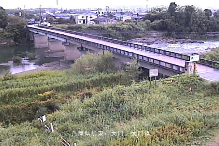加古川大門ライブカメラは、兵庫県加東市の大門(大門橋)に設置された加古川が見えるライブカメラです。