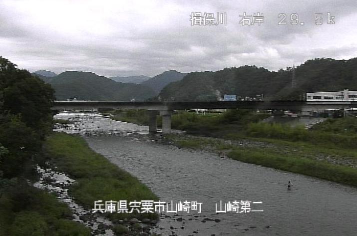 揖保川山崎第二ライブカメラは、兵庫県宍粟市山崎町の山崎第二水位流量観測所(山崎第2水位流量観測所)に設置された揖保川が見えるライブカメラです。