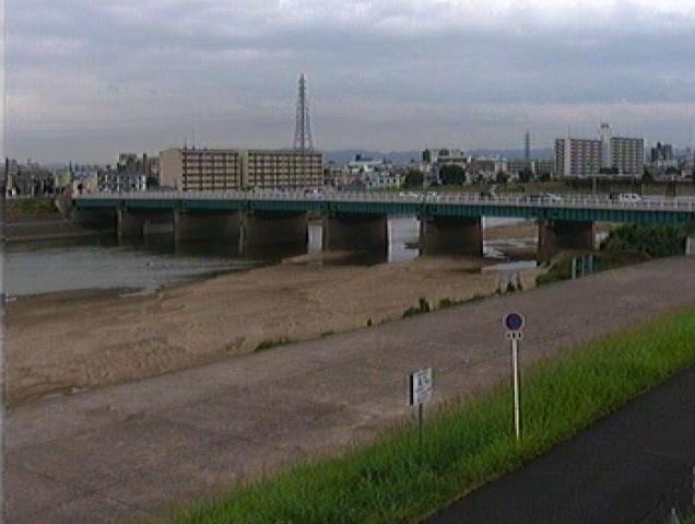 大和川遠里小野上流ライブカメラは、大阪府堺市堺区の遠里小野上流に設置された大和川が見えるライブカメラです。