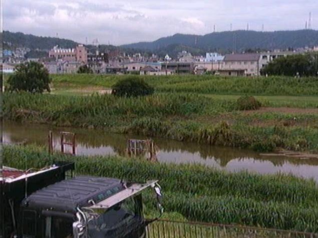 石川道明寺下流ライブカメラは、大阪府藤井寺市国府の道明寺下流に設置された石川が見えるライブカメラです。