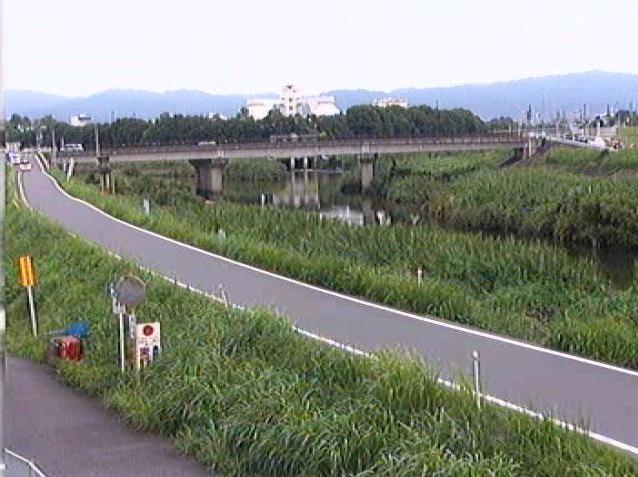 大和川板東上流ライブカメラは、奈良県大和郡山市額田部の板東上流に設置された大和川が見えるライブカメラです。