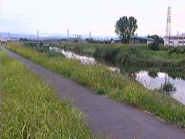 佐保川番条下流ライブカメラは、奈良県大和郡山市番条町の番条下流に設置された佐保川が見えるライブカメラです。
