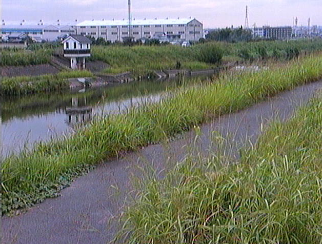 佐保川番条上流ライブカメラは、奈良県大和郡山市番条町の番条上流に設置された佐保川が見えるライブカメラです。